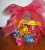 http://mundo-manualidades.com/como-hacer-un-dulcero-con-una-botella-de-refresco.html