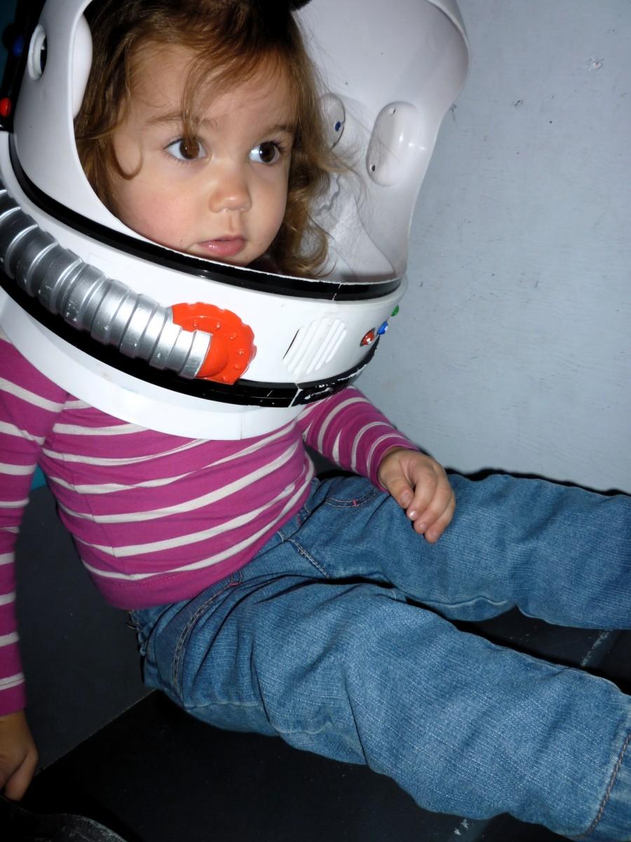 astronaut behind - photo #23