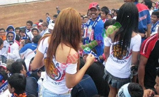 aremania+girl2 Foto: Cewek Cewek Cantik Suporter Bola Indonesia
