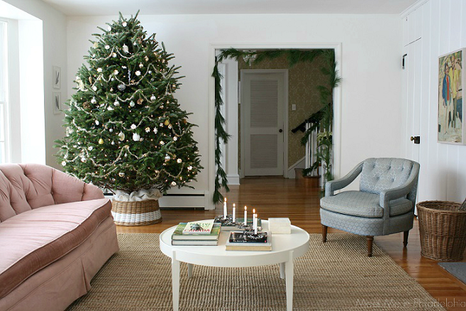 christmas tree in living room via Meet Me in Philadelphia