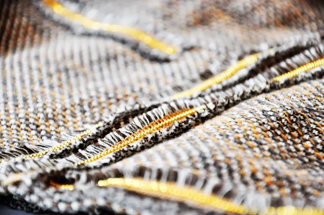 коричневый пиджак букле