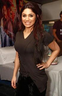 Mumbai Mirror movie actress Gihana Khan hot image