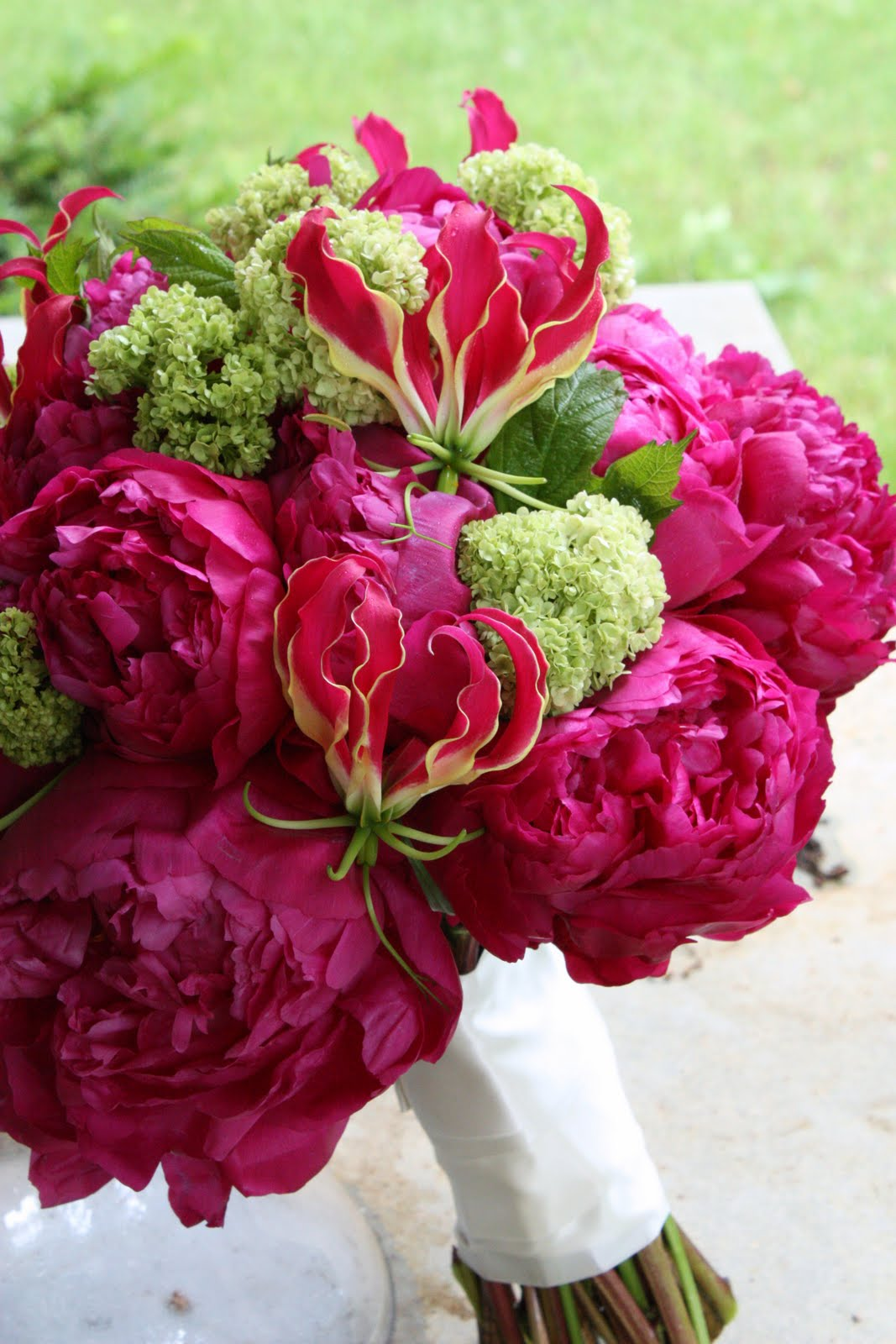 fuschia and green wedding flowers on pinterest green centerpieces green flowers and peonies. Black Bedroom Furniture Sets. Home Design Ideas