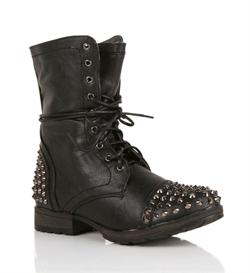 the confessionals or splurge studded combat