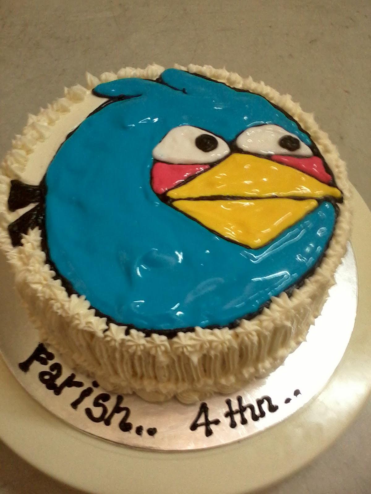 jujucupcakes: Blue Angry Bird Birthday Cake