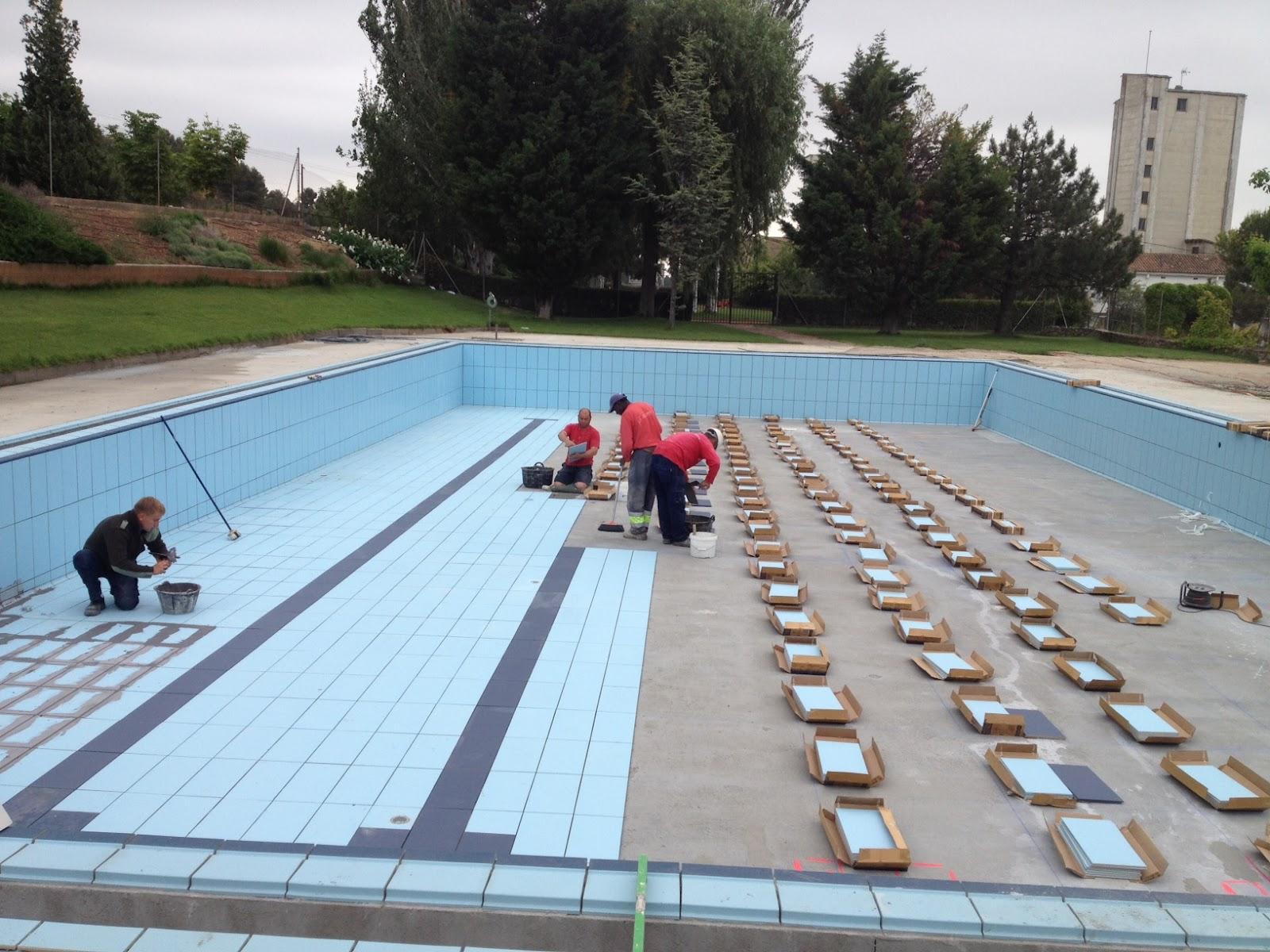 Rosa gres el nuevo formato 24 4 x 49 4 para vaso de piscina for Vaso piscina