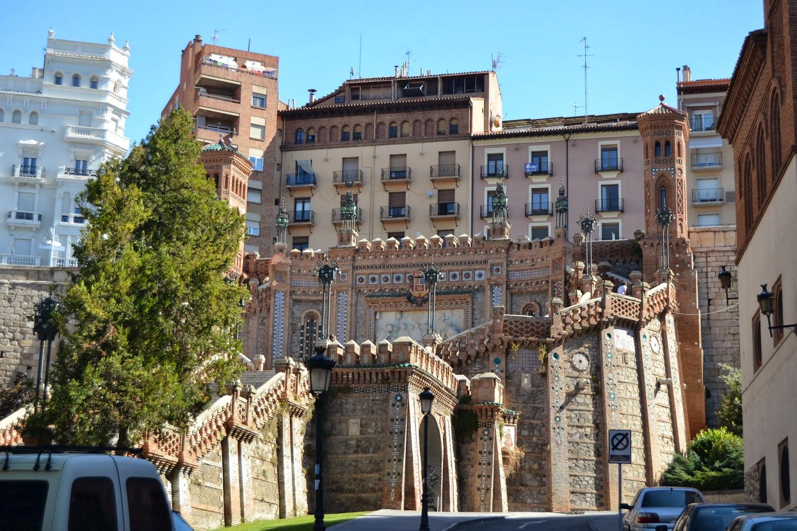 Escalinata de Teruel. Guía de viaje de Teruel y Rubielos de Mora. Tu Maleta.