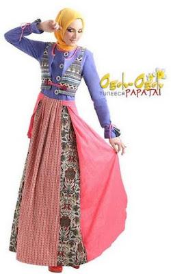 Baju muslim dengan variasi batik cantik image