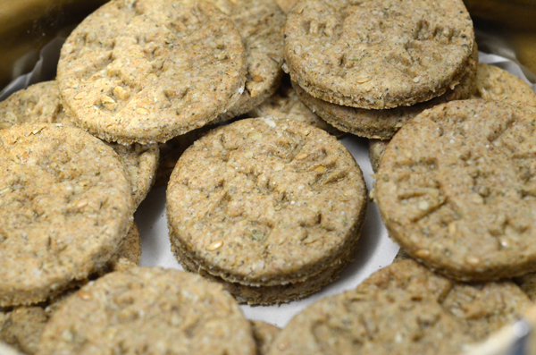 g2food: crackers... oatmeal crackers