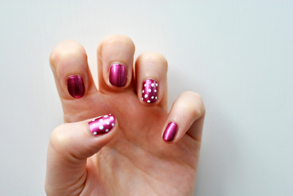 p2 essie manicure