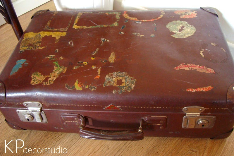 Maletas con pegatinas de viajes de hoteles
