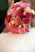 También lo tenía muy claro, quería un bouquet de rosas de distintos tonos, .