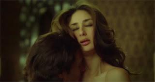 Kareena Kapoor hot Heroine Movie kiss scene