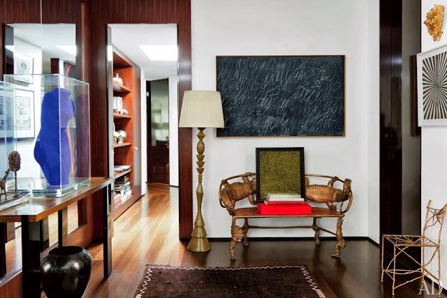 decorar recibidor en marron y con mueble de diseño