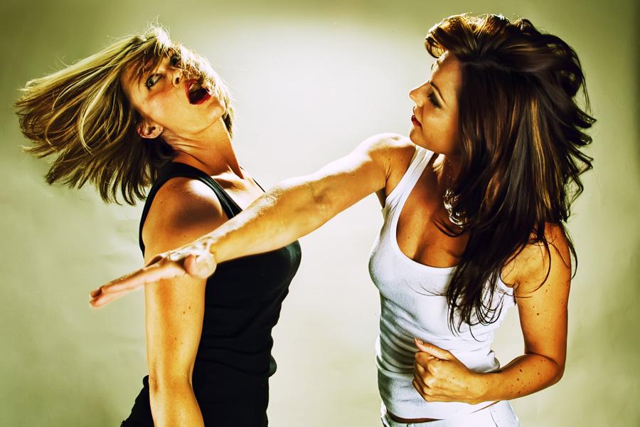 Dvoboj slika  - Page 12 Women-fighting