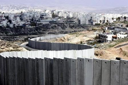 Muro do Apartheid construído por Israel nos territórios palestinos