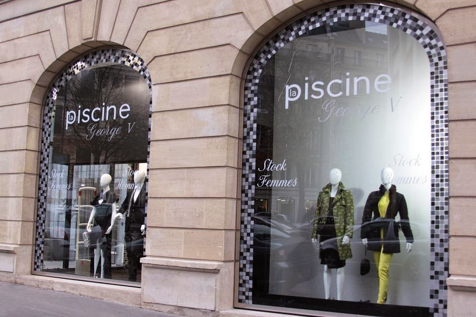 Le magasin de d stockage stock la piscine paris 8e for Piscine 8eme