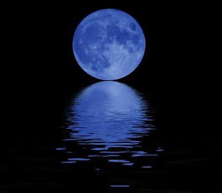 Blue Moon graces sky August 2012
