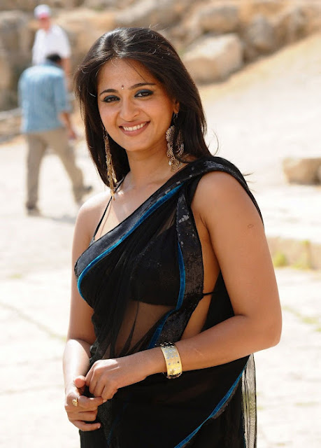 Anushka Shetty Spicy Stills In Black Saree 9