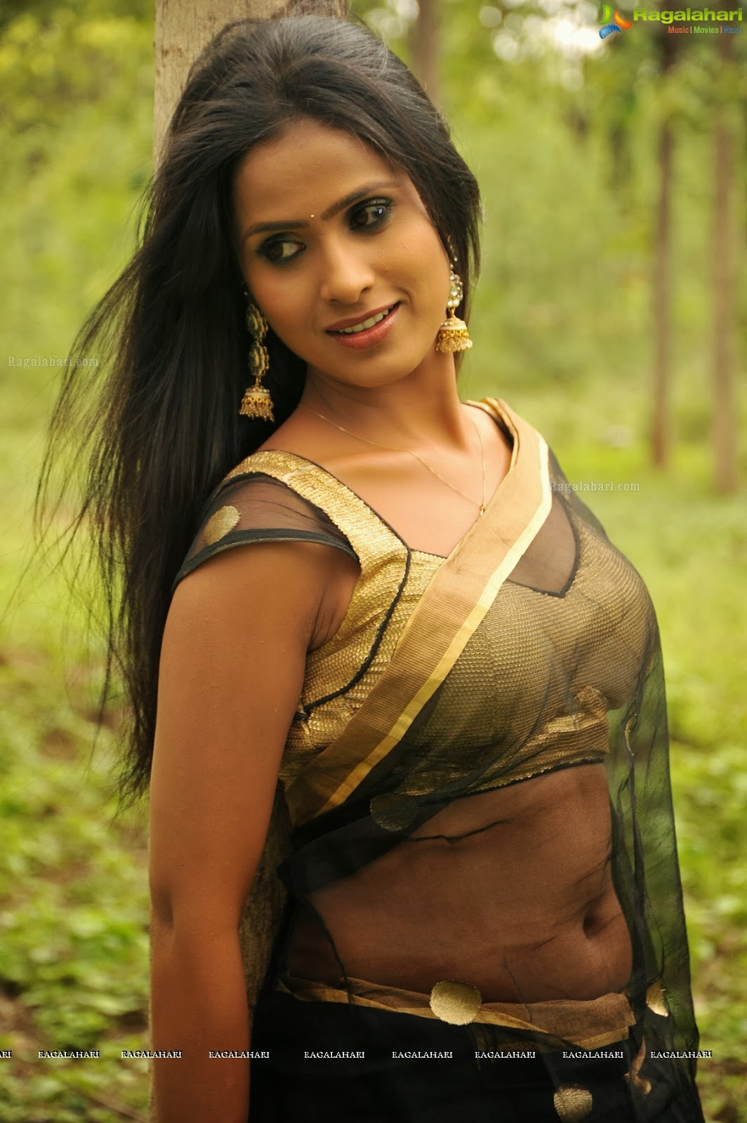 beauty of actress  tv anchor prashanthi hot photos shows