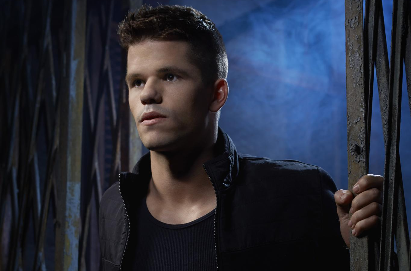 Charlie Carver, de 'Teen Wolf' e 'Desperate Housewives', saiu do armário em post no Instagram