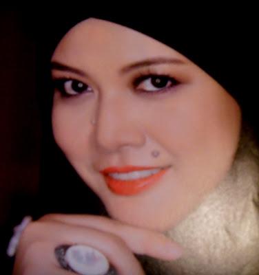 bertemu lagi dengan Permaisuri Aisyah di majalah Nona- Syawal - Ogos