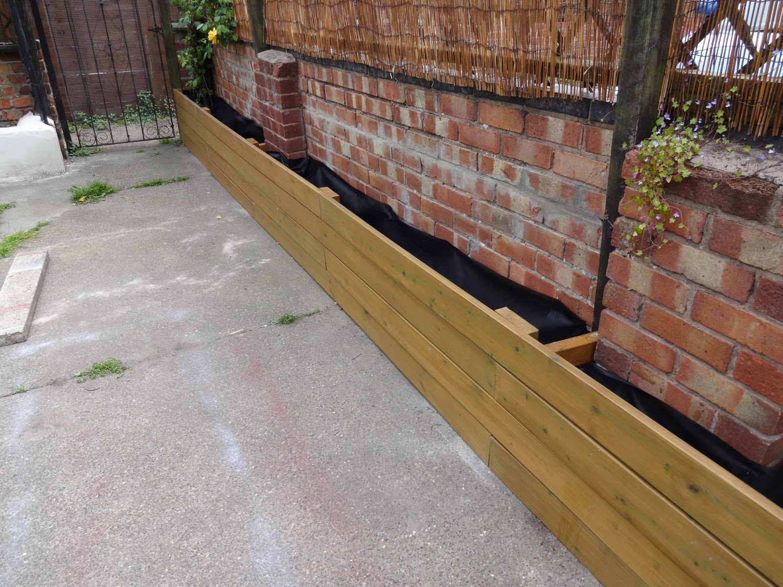 Uk home renovation interiors and diy blog for Garden decking borders