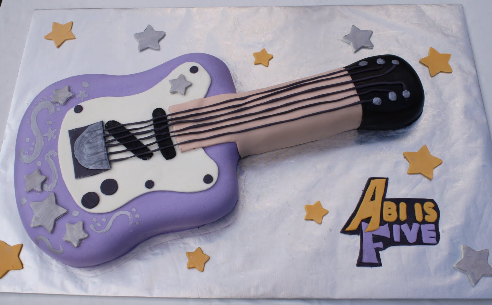Obviously Or I Hope Its Obvious A Purple Guitar Cake Fashioned After Hannah Montana My Second First Made