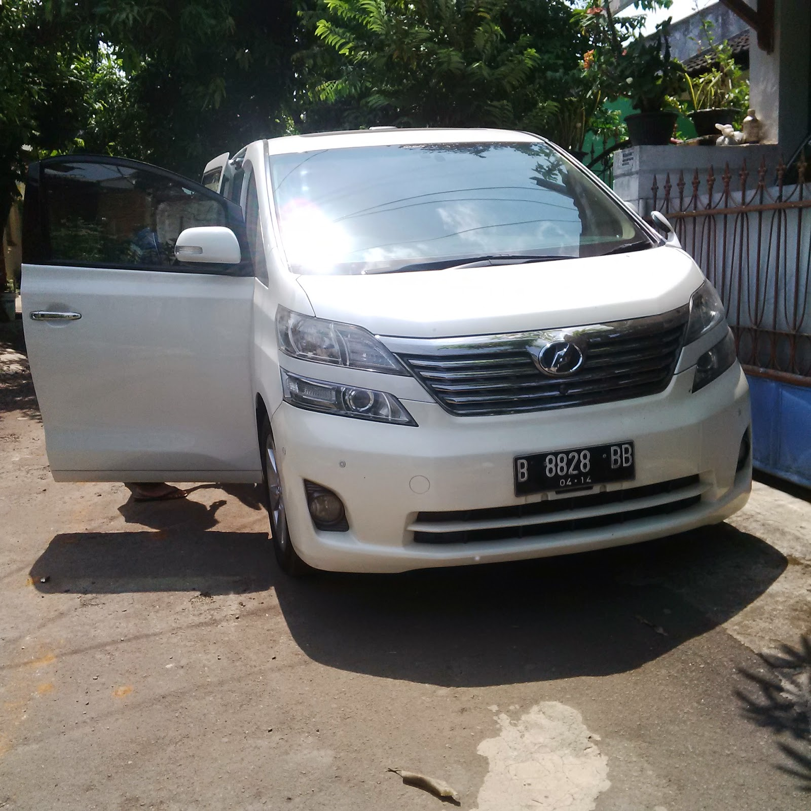 Pengiriman Toyota Velvire B 8828 BB Surabaya ke Jakarta