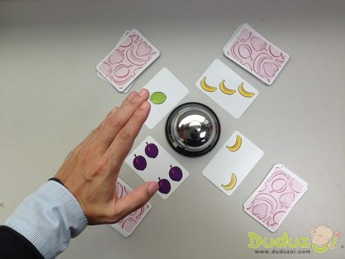 當桌面有水果數量是5,就要趕快按鈴!