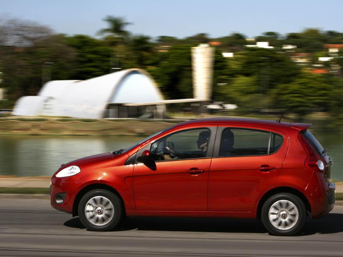 Novo Fiat Palio Attractive 2015