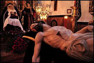 http://4.bp.blogspot.com/-26rTJDZeacg/Tz7DrOPRHjI/AAAAAAAAFrk/i0Z4bh9hJ2E/s640/2Besapies+del+Cristo+de+la+Providencia+de+la+hermandad+de+los+Servitas+Sevilla.jpg