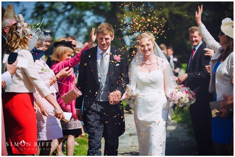 confetti bride and groom somerset wedding