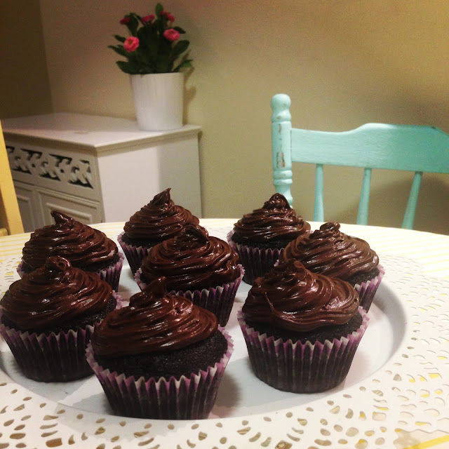 BAILEYS DOUBLE CHOC CUPCAKES >> STARTS WITH CUPCAKES