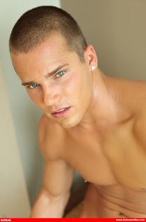 Wanna brunette hot shaved love you