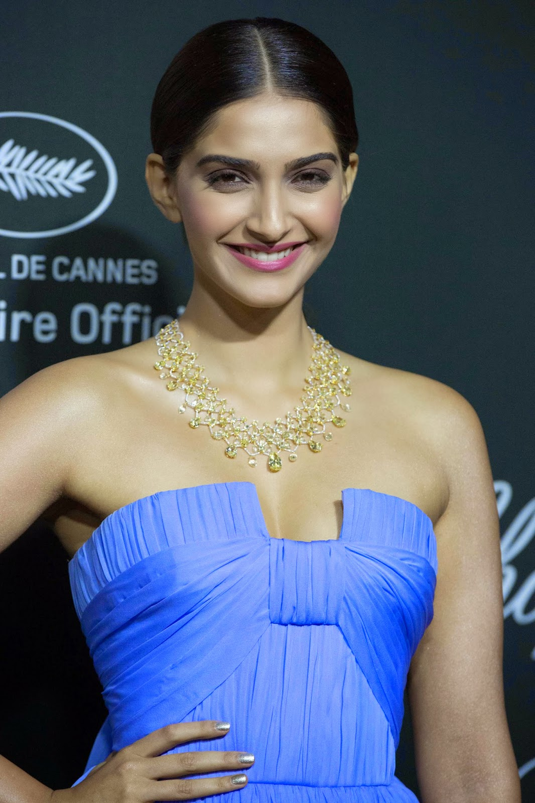 Cannes 2014, Sonam Kapoor, Chophard, yellow and white diamonds