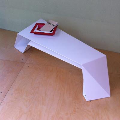 Meja Minimalis dan Futuristik 6