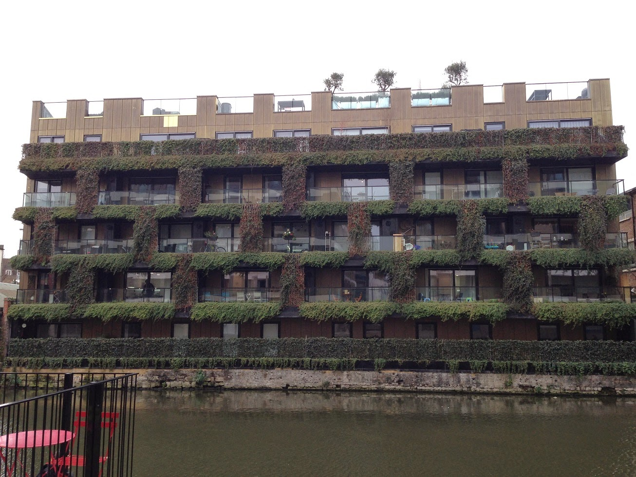 Urban topiary, Regent's Canal, London