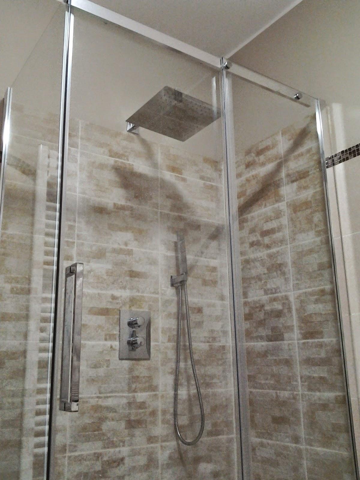 Bagno Con Rivestimento In Pietra: Rivestimenti in pietra nel bagno ...