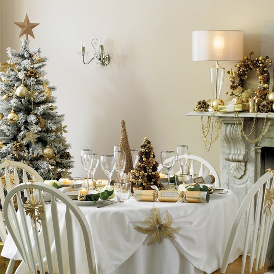 Anyone can decorate christmas dining table decorating ideas - Deco table noel chic ...