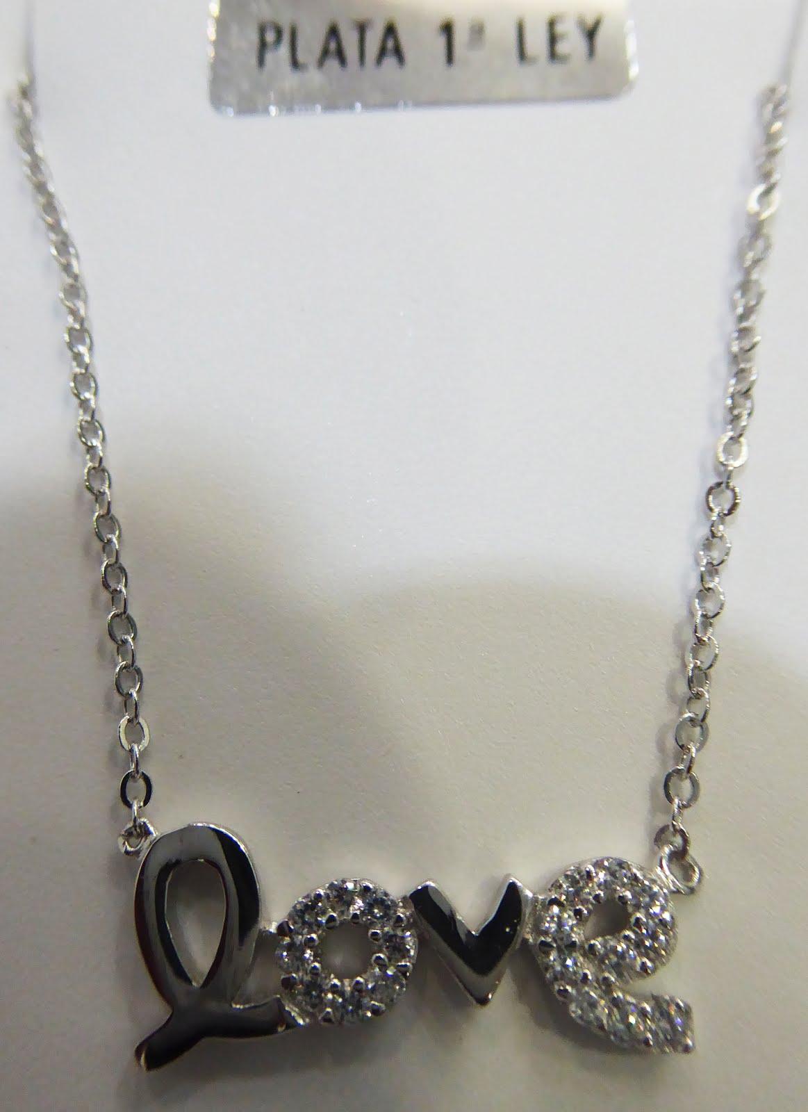 Colgante de plata con letrero Love