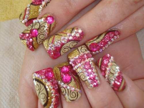 Quizás también le interese Uñas Extravagantes Diseñadas con Piedras. Uñas pintadas y Decoradas con