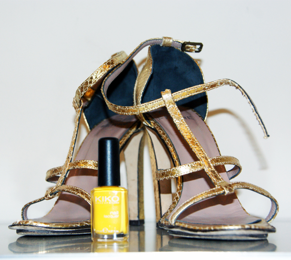 Golden sandals on www.designandfashionrecipes.com by Cristina Dal Monte