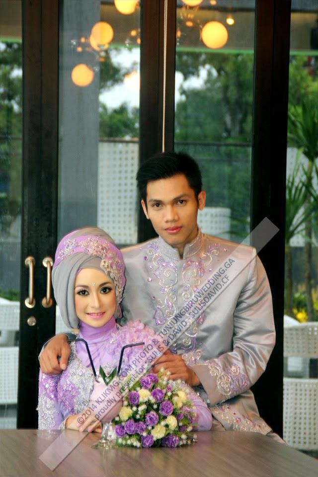 Foto Wedding & Prewedding - Kenangan Pernikahan SULIS & DAVID pada 15 November 2014 dalam Balutan Busana Hijab Ungu karya : Tunjung Biru Rias Pengantin & Perancang Busana | Foto oleh Klikmg Fotografi