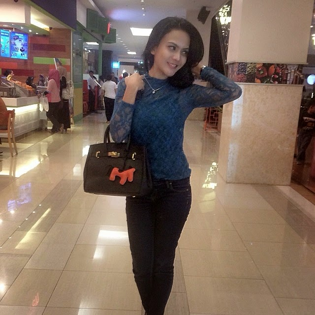 Foto Selfie Anggita Sari Model Cantik - Part 4
