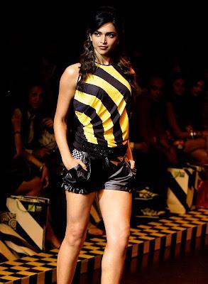 Deepika_Padukone_silky_legs_Filmy Fun