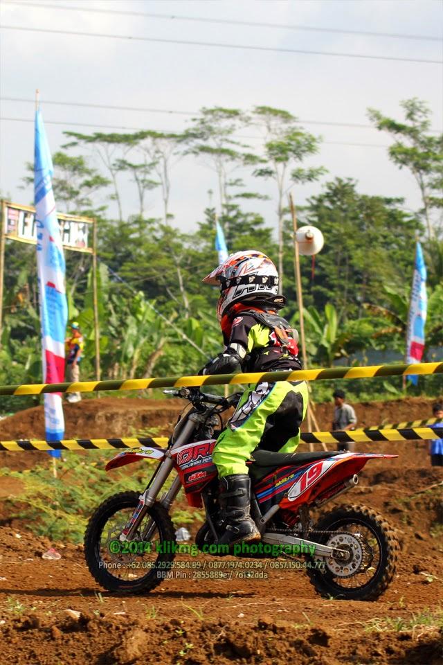 Aksi Crosser Indonesia pada Kejurnas Motocross Seri 7 Wonosobo Agustus 2014 ( Bagian 01 ) - Foto oleh Klikmg Fotografer Wonosobo