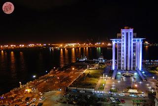 Vista nocturna del Malecón en Veracruz
