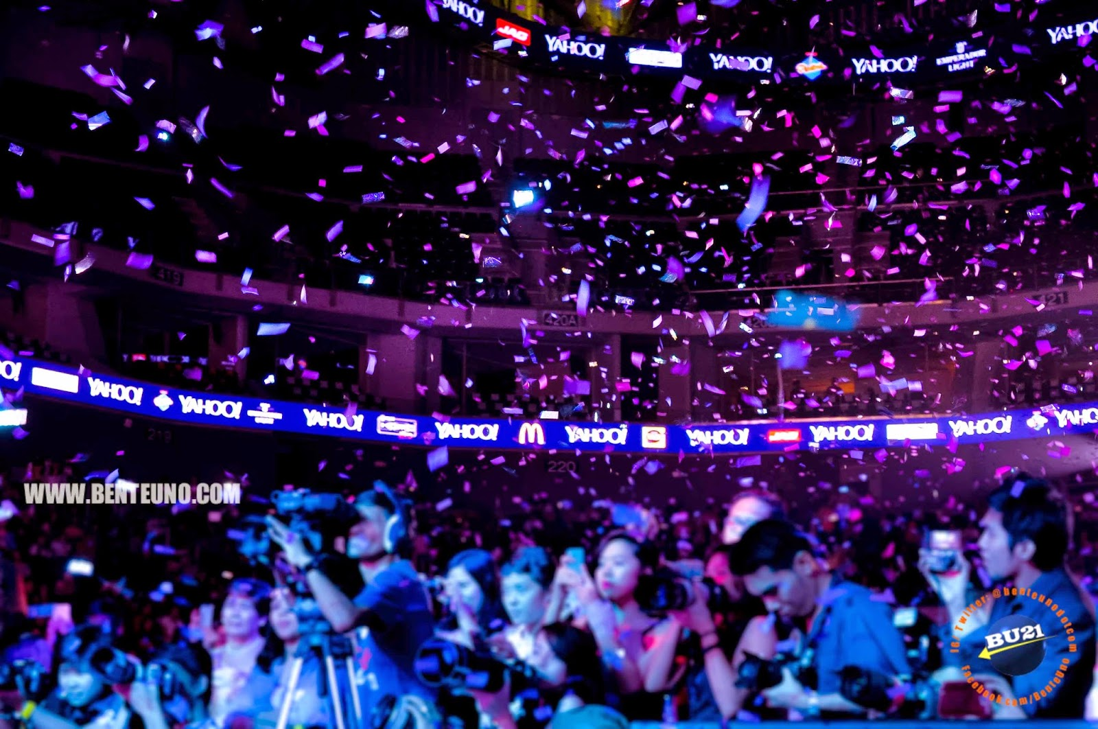 Shower of confetti at the Yahoo Celebrity Awards 2014