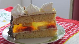 кусочек лимонного торта